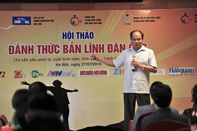 Nguyên thứ trưởng bộ y tế Nguyễn Thiện Trưởng chia sẻ với khán giả tại chương trình